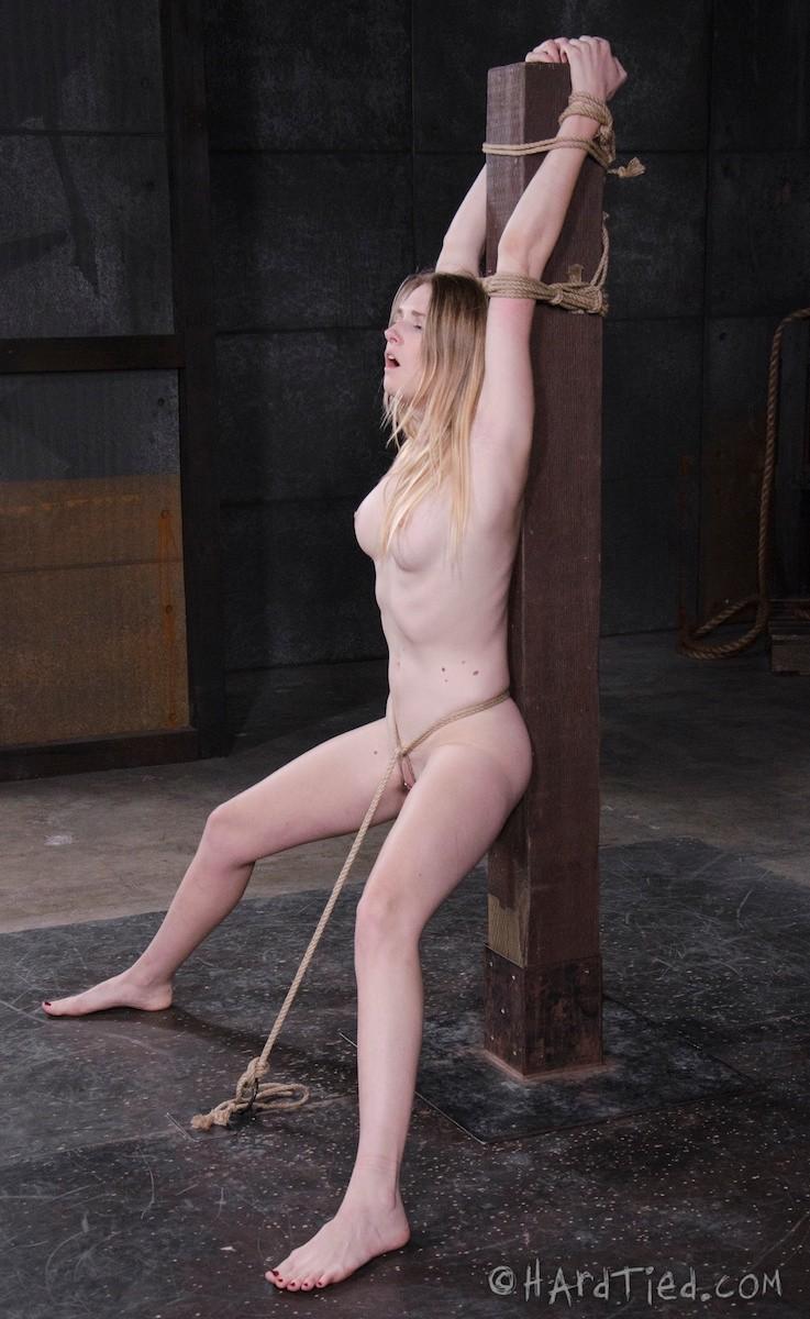 Девушке приходится многое вытерпеть, чтобы доставить партнеру наслаждение даже без проникновения
