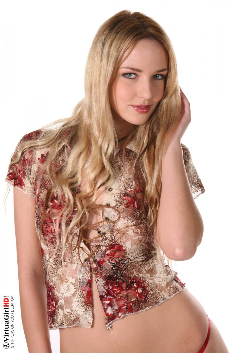 Раздеваясь, горячая блондинка Aneta J эротично водит руками по своей голой коже