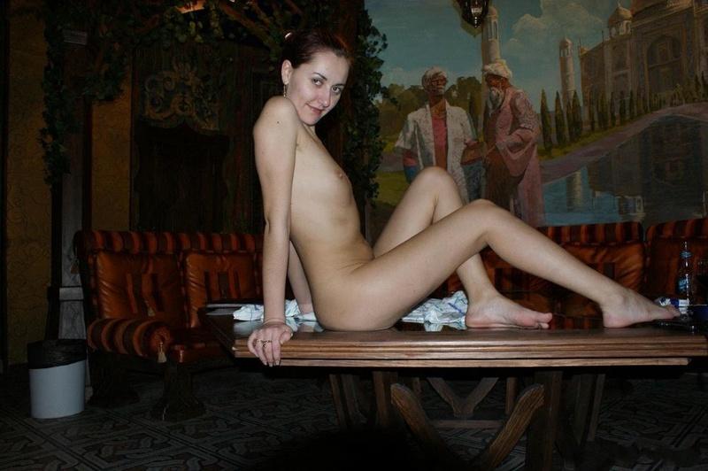 Одинокая разведенка отдыхает в сауне голая вместе с подругой