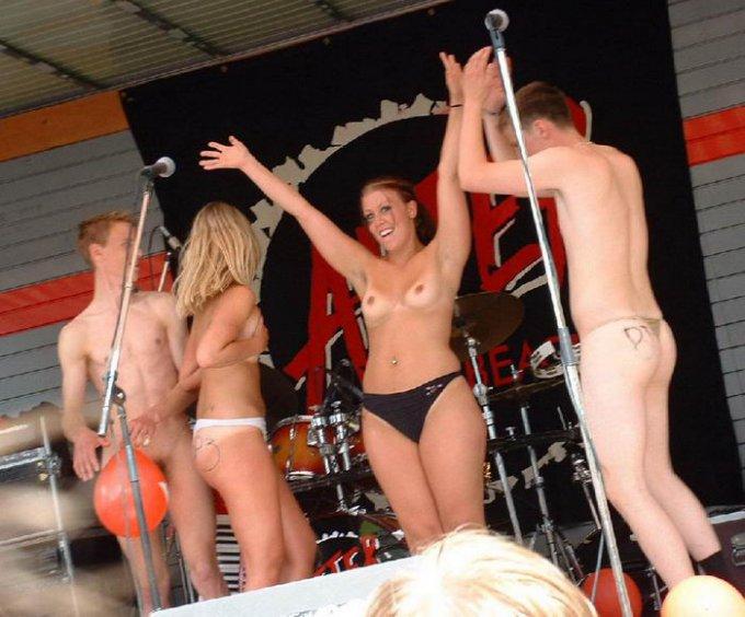 Молодые лесбиянки голые в сексе