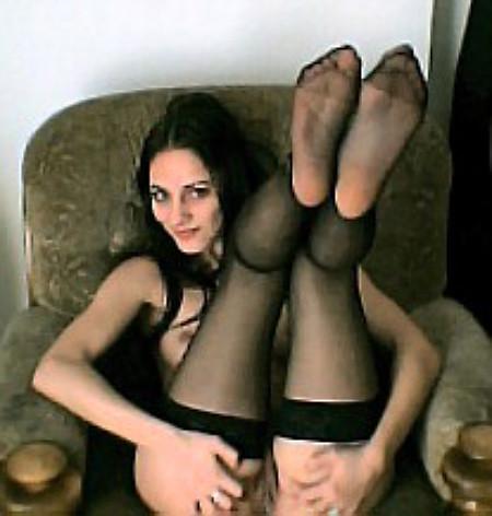Винтажные фото красотки раздвигающей ножки в кресле