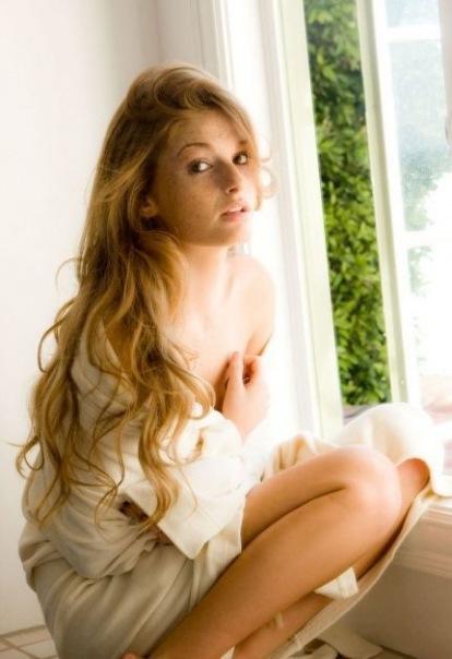 Девушки модельной внешности завораживают красотой стройных тел