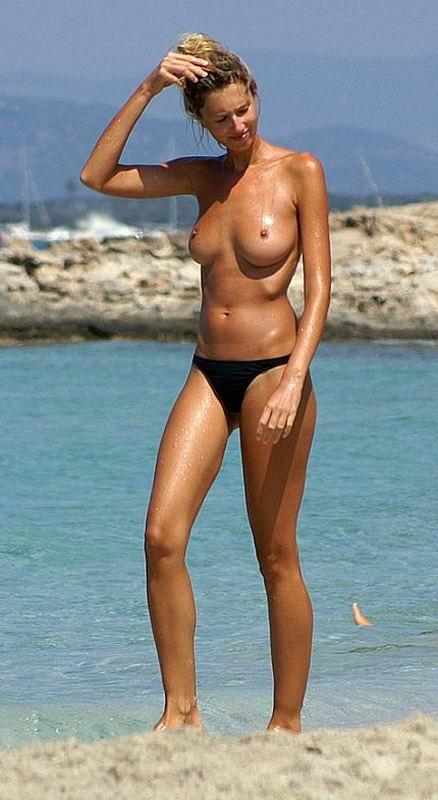 Красивые модели поражают красотой обнаженного бюста
