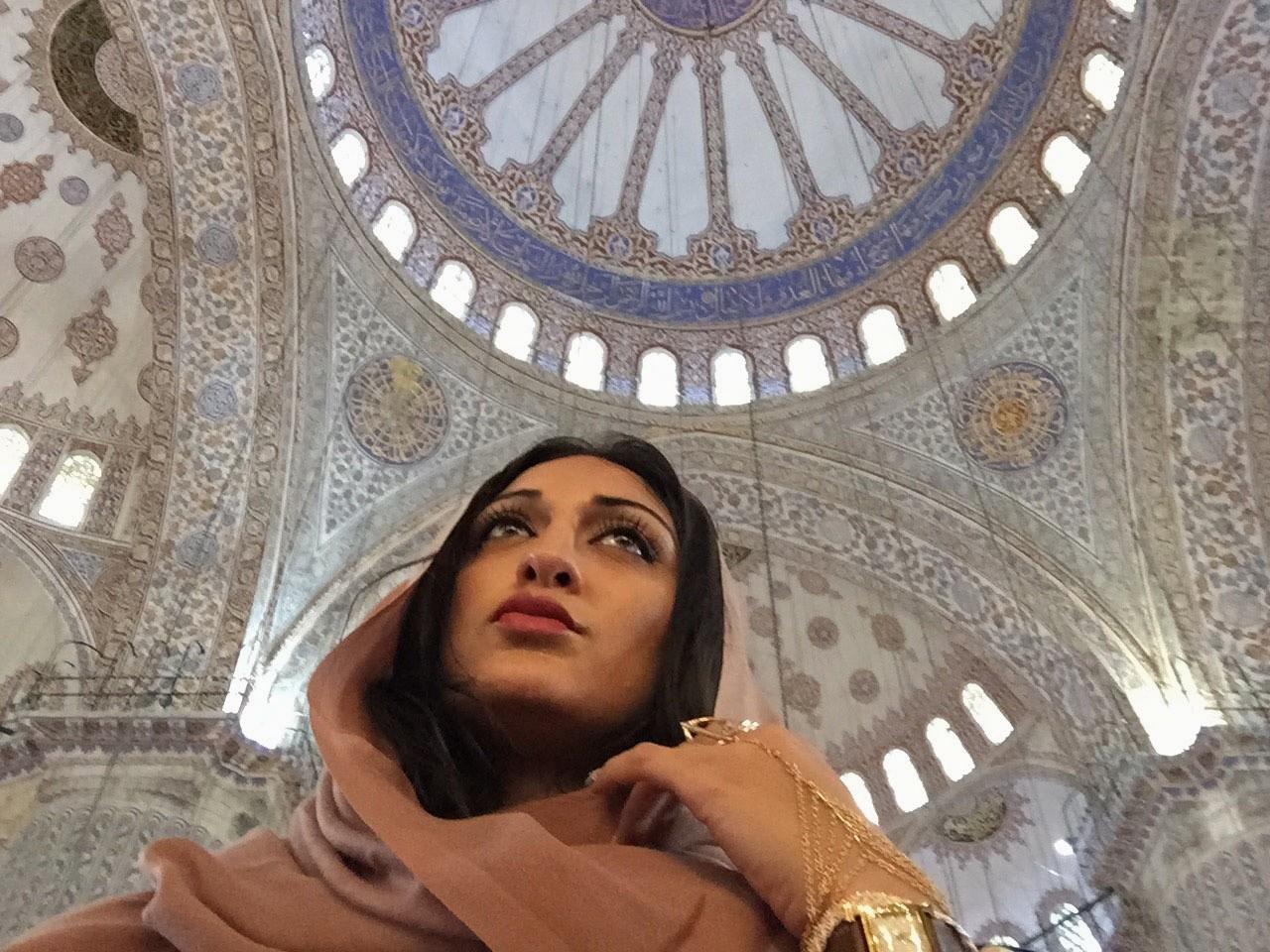 Пакистанская красотка Амна (неголая)