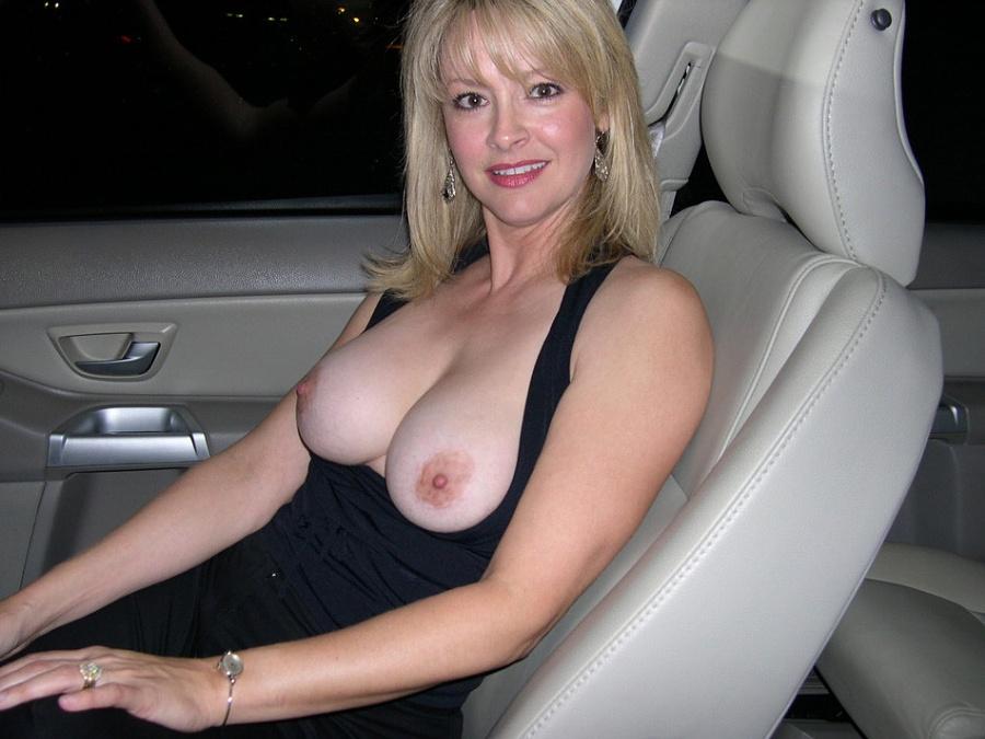 Блондинка обладает соблазнительной внешностью, поэтому она может совратить кого угодно