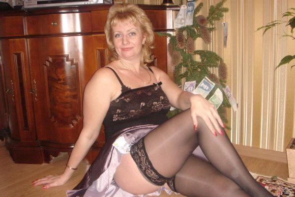 Пожилая эстонка в сексуальном нижнем белье
