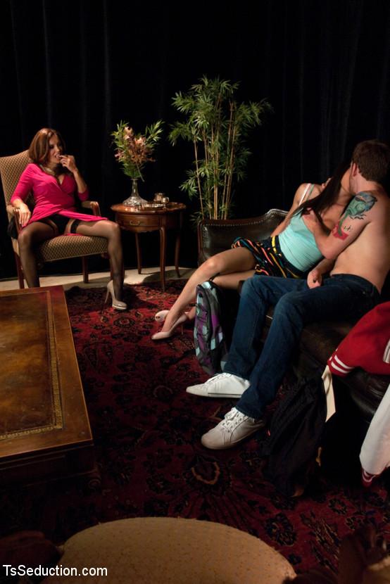 Жена обменивается спермой транса с мужем