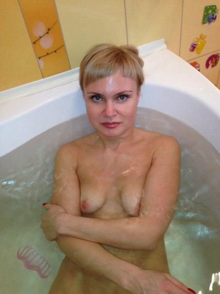 Замужние россиянки показывают интимные места перед камерой