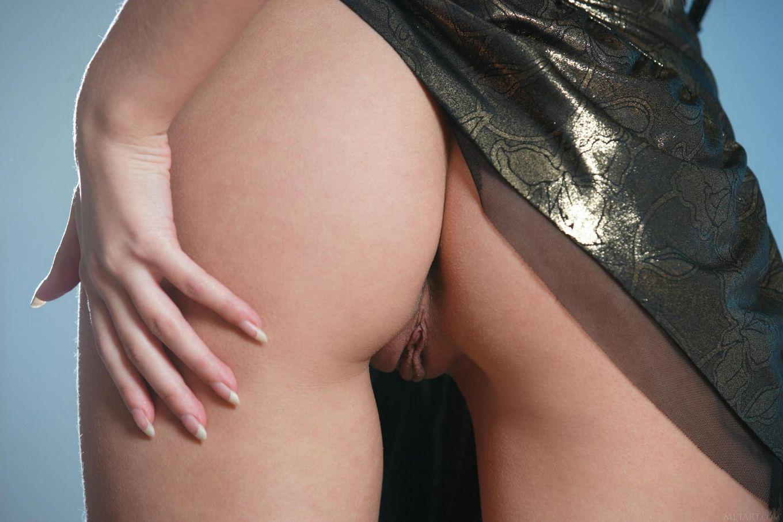 Barbara D - обладательница самой замечательной бритой киски в мире и она гордо ее демонстрирует на этих фото