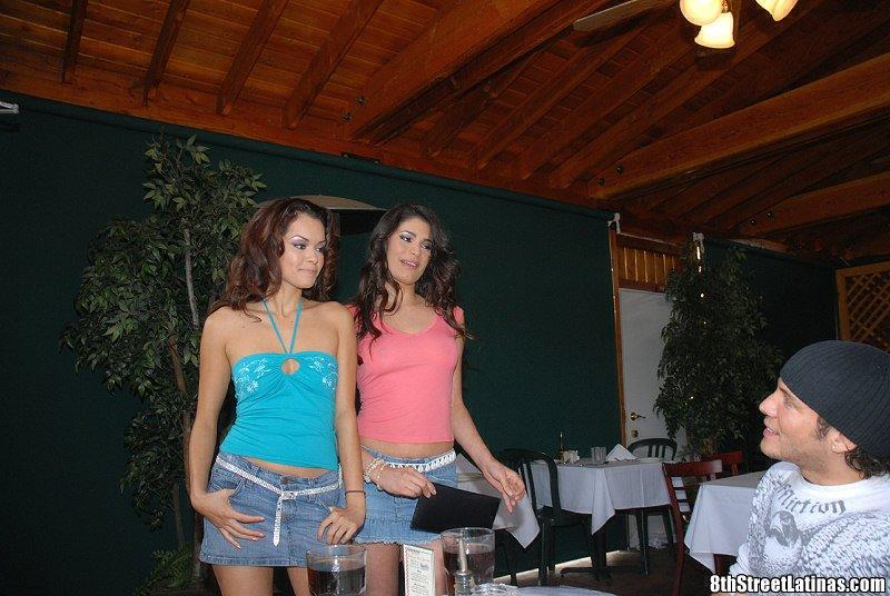 После лесбийского секса Paola Rey и Daisy Marie обслуживают толстый член