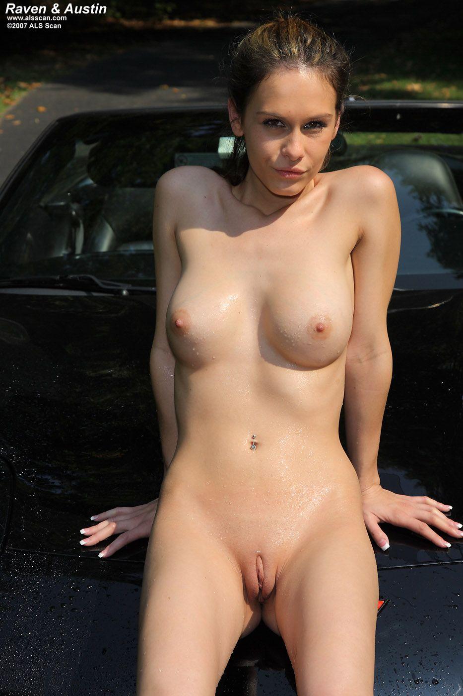 Сладкие мойщицы машин Mia Melbourne и Austin Reines занимаются лесби сексом