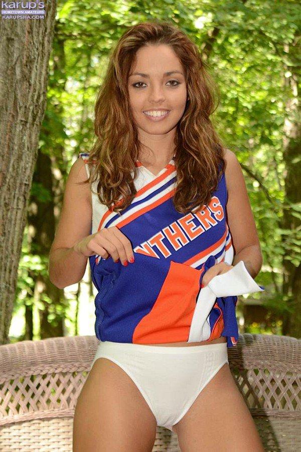 Sofia Karups симпатичная, она одна из самых популярных подростков на сайте