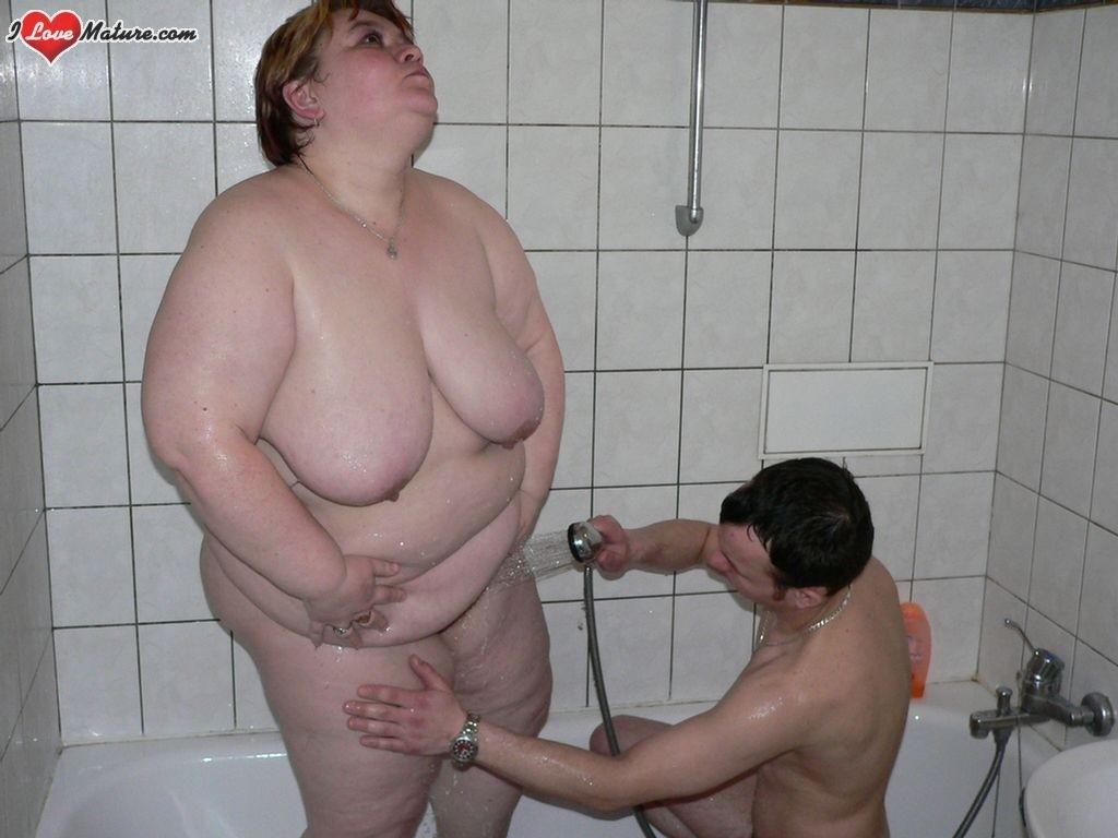 Молодой парень снял для себя толстушку для ебли