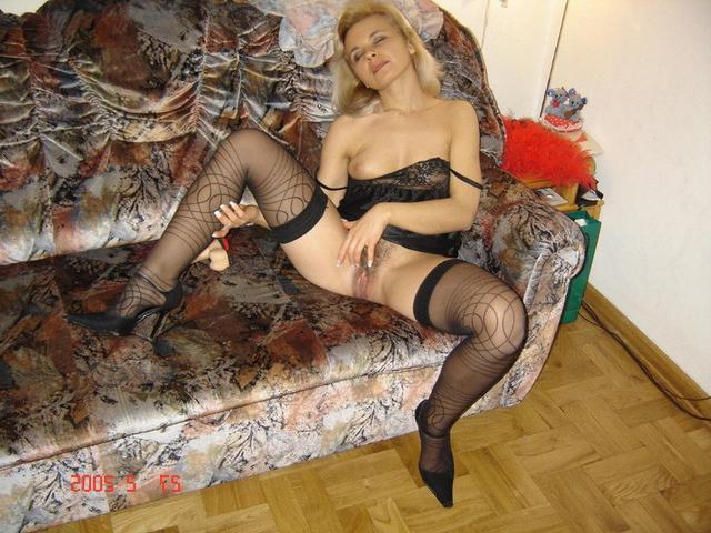 Незамужние женщины подставляют свои большие жопы