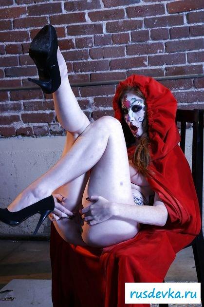 Знаменитая Nikki Rhodes в страшной эротике